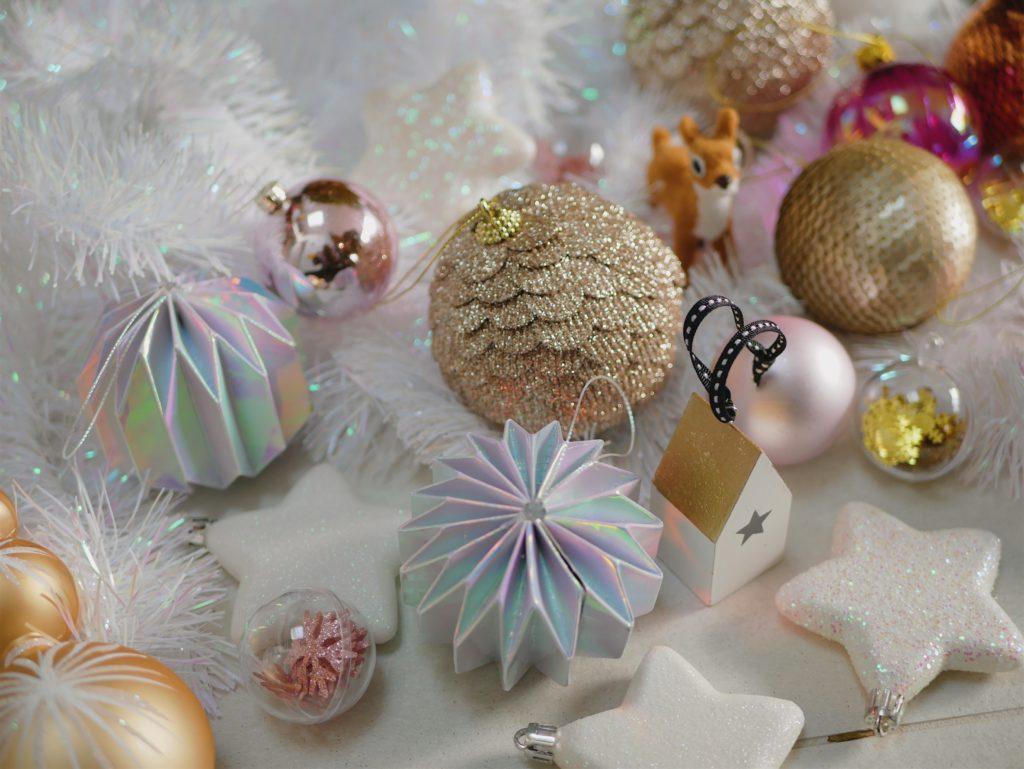 décorations de noël blanc et rose